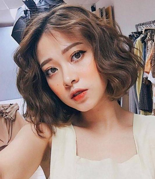 Model Rambut Wavy Short Hair